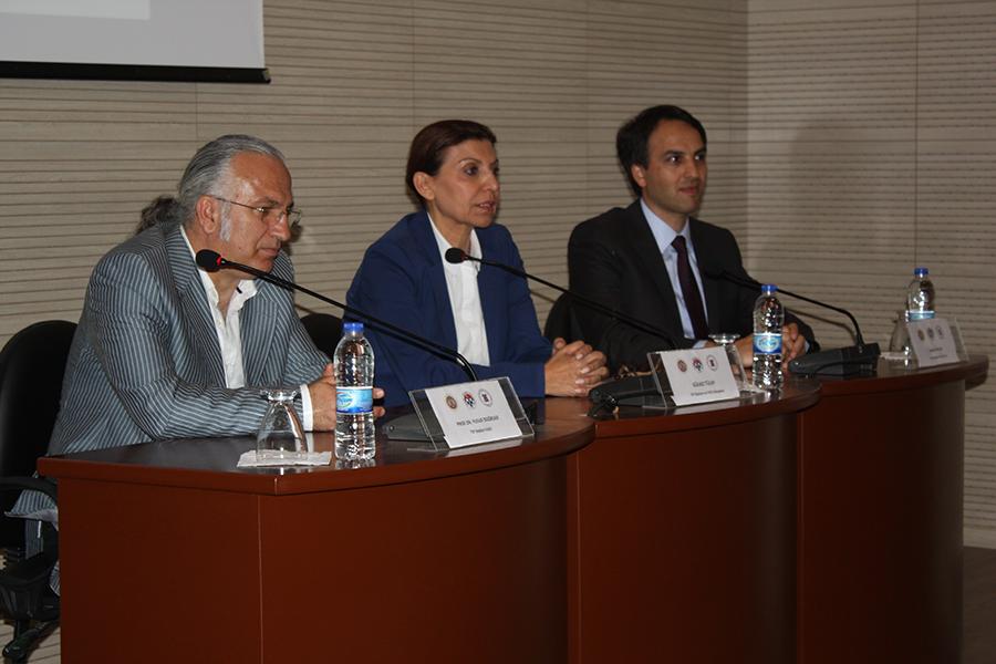 Soldan sağa: Prof.Dr.Yusuf Doğruer (TSF Başkanvekili), Gülkız Tulay, Kasım Yekeler (Yönetim Kurulu Eski üyesi: 15 Temmuz'dan sonra FETÖ bağlantısı nedeniyle kamu görevinden alındığı için çağrımız üzerine istifa ettirilmişti)